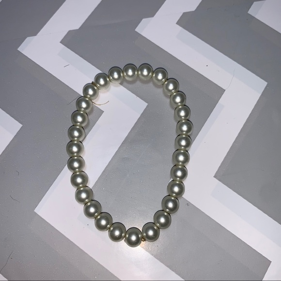 Pearl shaped and coloured beaded elastic bracelet